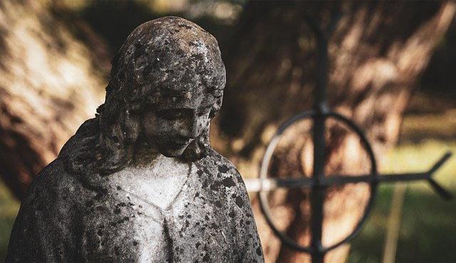escultura cementerio duelo